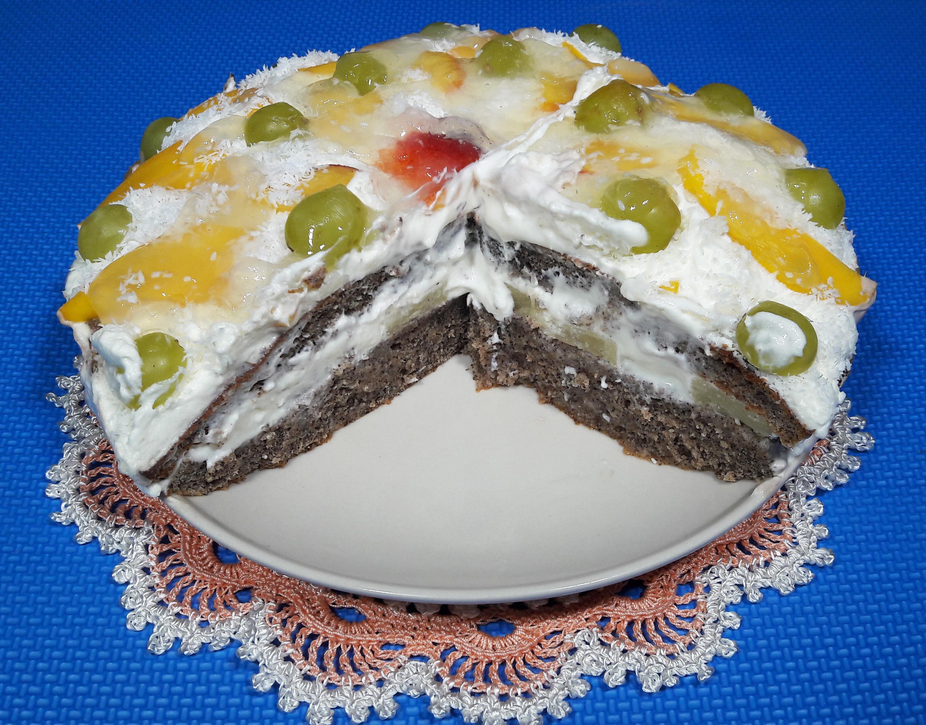 Фруктовый торт со взбитыми сливками
