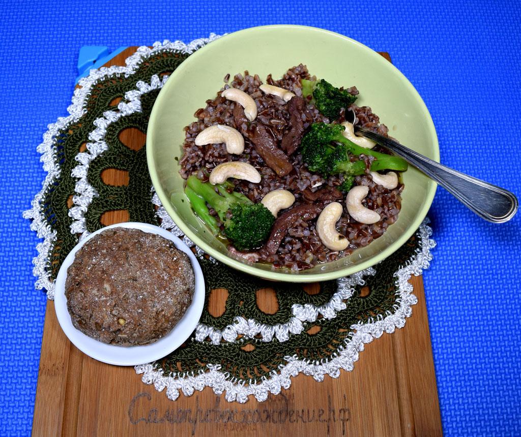Рис красный с соей, брокколи и кешью