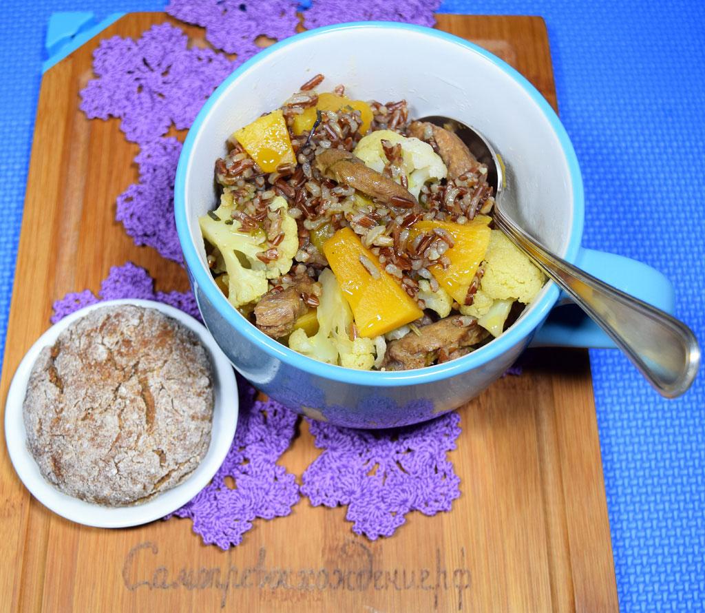 Красный рис с соей, тыквой и цветной капустой